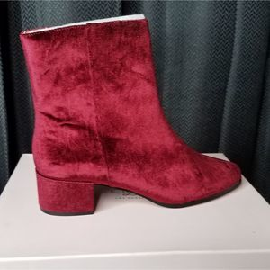 NWT Chinese laundry wine velvet boots size 9